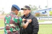 Dodi Reza Disematkan Brevet Wing Terbang Layang Hingga Brevet Penembak Ulung