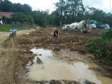 Warga Harapkan Pembangunan Jalan Tebing Bulang – Sungai Dua Dilanjutkan